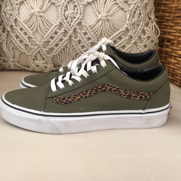 3cde14bb7261 Vans Old Skool with leopard side stripe. M_5b9702b52beb79bb322d4fa2
